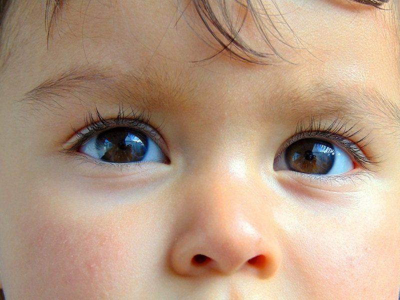Ребёнок в контактных линзах