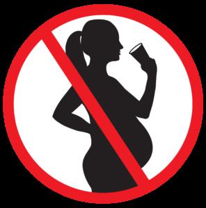 Беременная девушка пьёт пиво