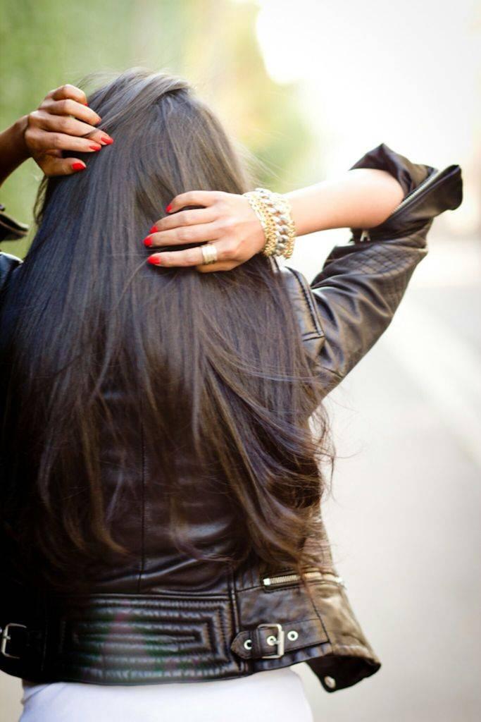 Красивые брюнетки с длинными волосами. фото на аву со спины, с боку, в домашних условиях, на улице, море, возле воды