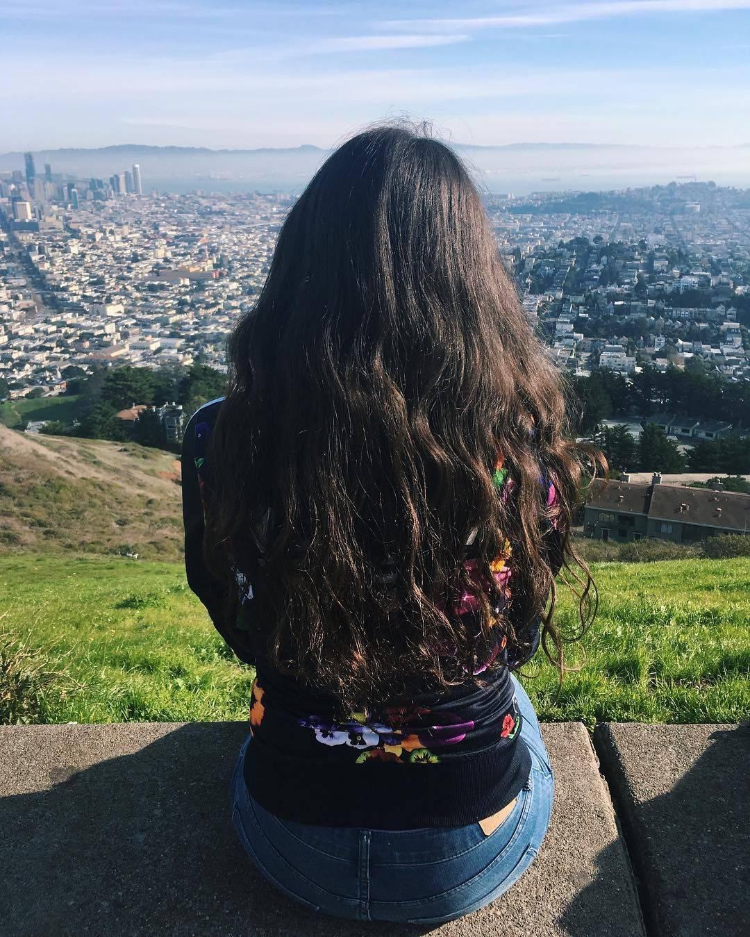 Брюнетки с длинными волосами со спины. как сделать фото красиво девушки на аву, без лица, лучшие идеи