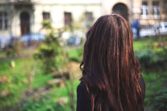 Как сделать красивые фото, селфи девушке со спины, на аву без лица, на море, природе. удачные позы