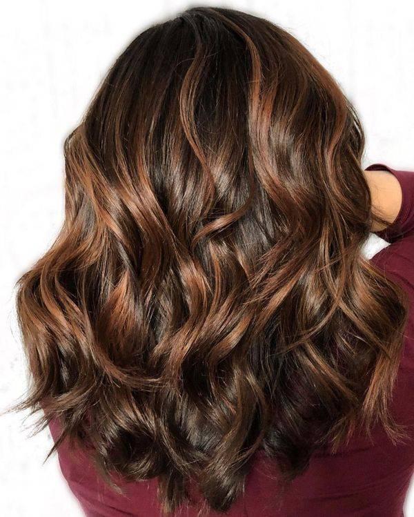 Карамельный цвет волос: кому подходит, а кому нет?