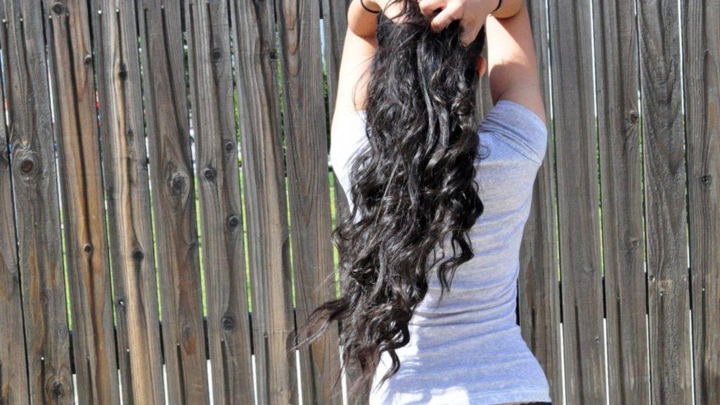 Брюнетки со спины с длинными волосами