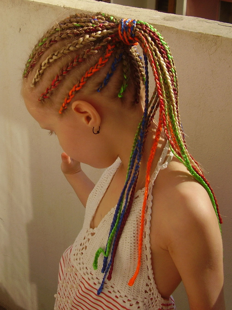 Как плетутся африканские косички с нитками детям. африканские косички фото, как заплести, виды: мужские, для девочек, с нитками, канекалоном. как ухаживать, мыть. общие рекомендации по уходу за косичками из канекалона